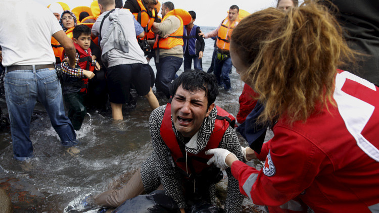 Refugiados llegan a la isla de Lesbos