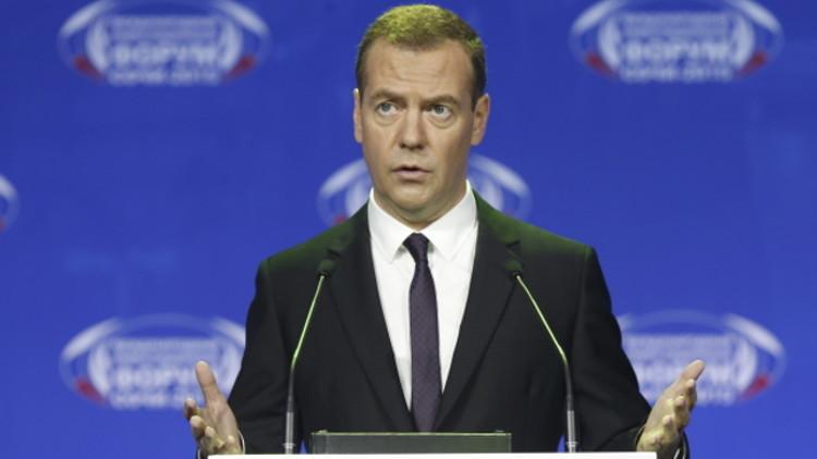 """Medvédev: """"Es imposible que se repita la Guerra Fría en el siglo XXI"""""""