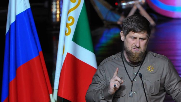 Jefe de la república rusa de Chechenia, Ramzan Kadýrov, habla en un evento solemne dedicado al Día de los empleados del Interior de Rusia