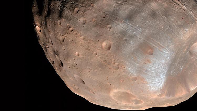 Marte destruye lentamente a una de sus lunas