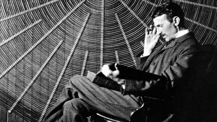 ¿Capacidades supernaturales?: Nikola Tesla predijo la aparición del 'smartphone'