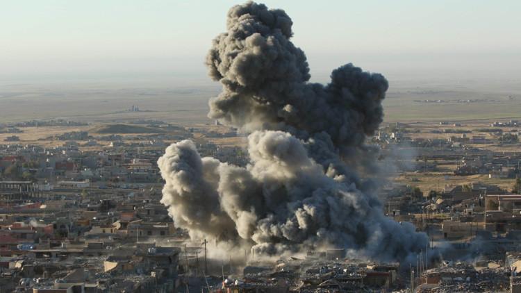 Ataques aéreos liderados por Estados Unidos en la ciudad de Sinjar