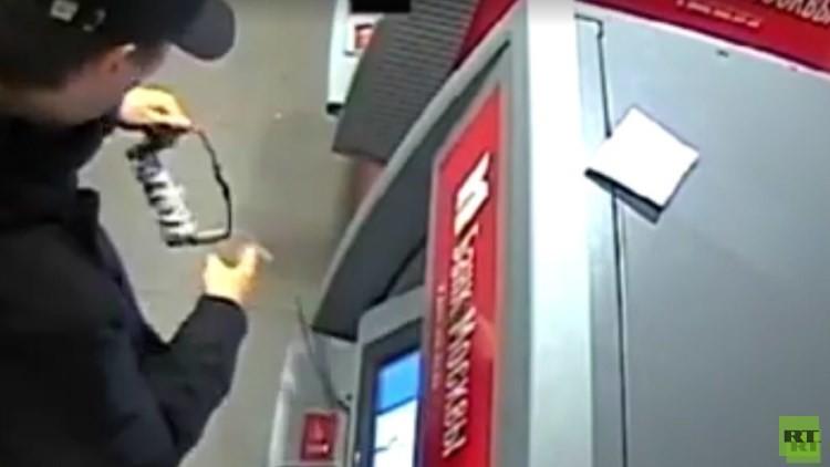 'Breaking Bad' a la rusa: un profesor enfrenta juicio por volar 14 cajeros automáticos (VIDEO)