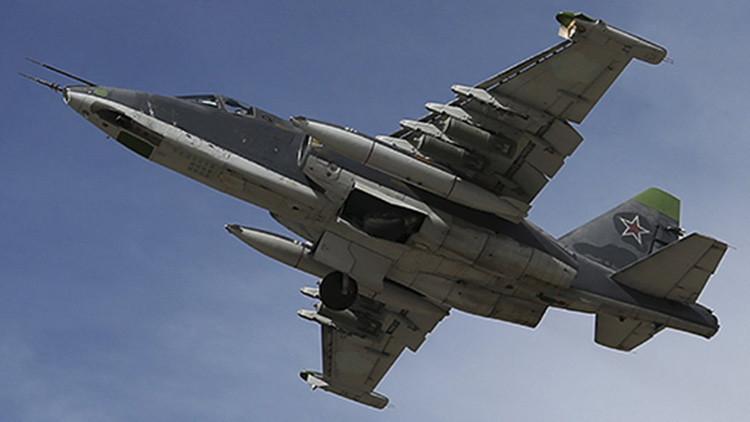 Un Sukhoi Su-25 de la Fuerza Aérea de Rusia despega de la base de Jmeimim