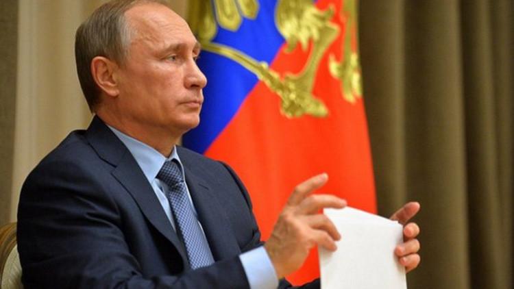 """Putin: """"Rusia atacó varios objetivos del EI que le indicó el Ejército Libre Sirio"""""""