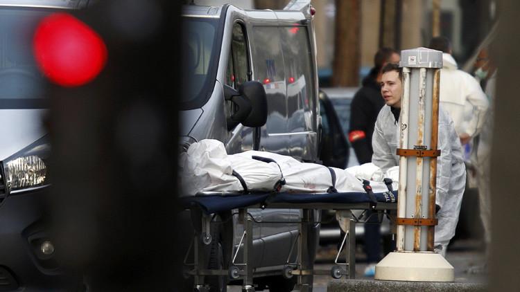 Sacan a una víctima del atentado en la sala de conciertos Bataclan