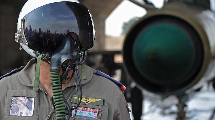 Un piloto sirio en la base aérea de Hama