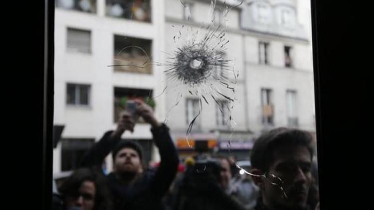 Dos de los atacantes de París entraron a Francia por Grecia con el flujo de refugiados
