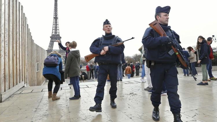 Reportan que uno de los terroristas de París llegó a Serbia como refugiado