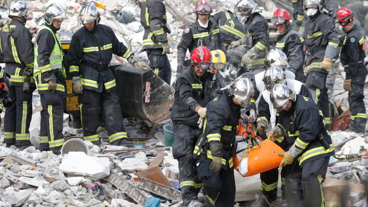 Se declara un incendio en un ayuntamiento en los suburbios de París (fotos)
