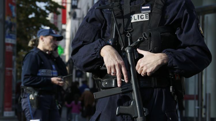 Francia publica la fotografía de uno de los sospechosos huidos de los ataques en París