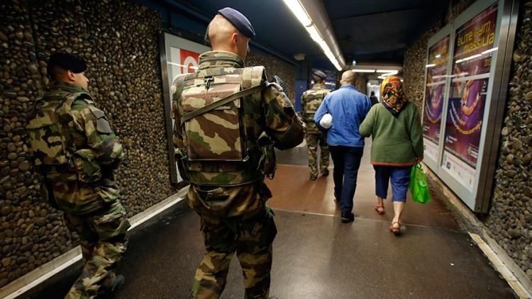 Francia militarizada: 5.000 soldados patrullan París tras los ataques terroristas