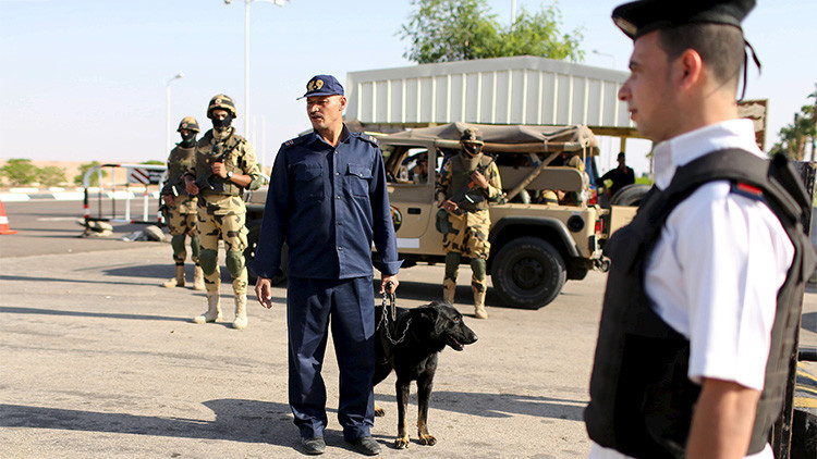 Egipto: Detienen a dos empleados aeroportuarios sospechosos de introducir la bomba en el avión ruso