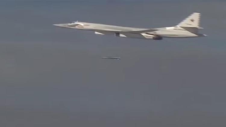 PRIMERAS IMÁGENES: Bombarderos estratégicos rusos lanzan andanada de misiles crucero contra el EI