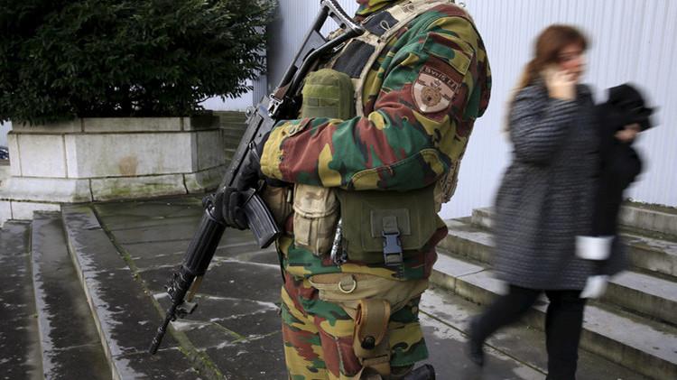 """""""OK, estamos preparados"""": Hallan un móvil supuestamente utilizado por un terrorista de París"""