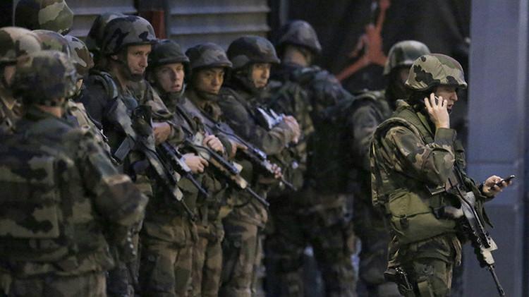 Francia despliega el Ejército en el suburbio parisino de Saint-Denis