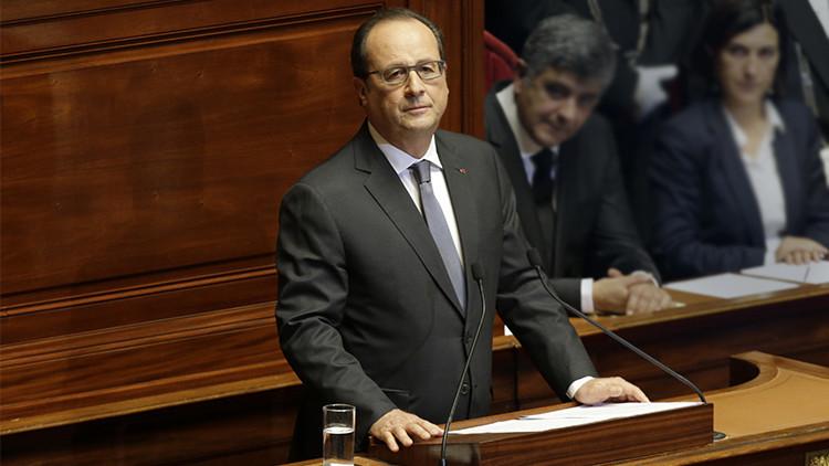 """""""Estamos en estado de guerra"""": Hollande envía su portaaviones a Siria"""