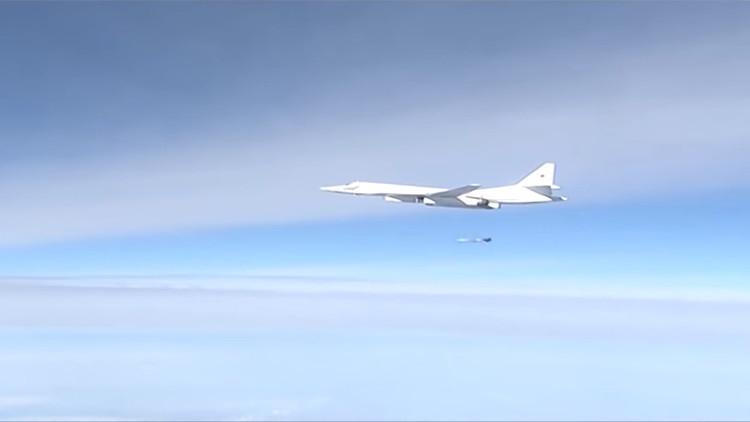 Video: El bombardero ruso Cisne Blanco 'ajusta cuentas' con el Estado Islámico