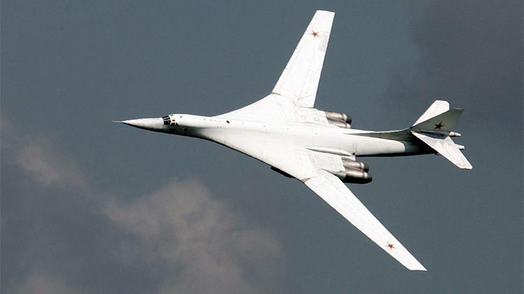 Desde Rusia: Bombarderos estratégicos lanzan 12 misiles de crucero contra el EI en Siria