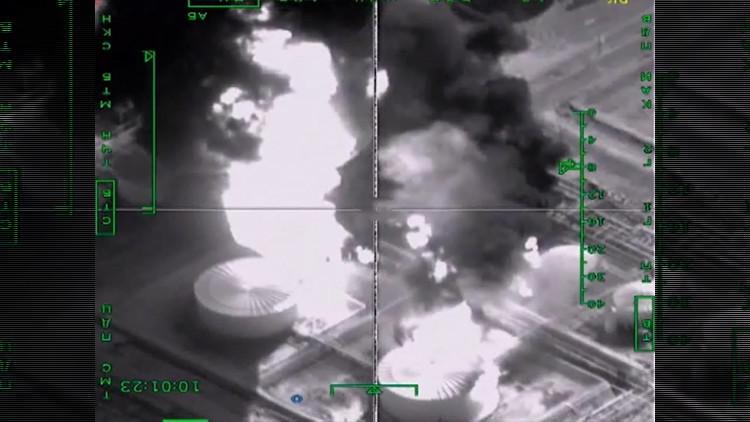 Duro golpe a las 'arcas' del EI: Rusia difunde videos de ataques contra largos convoyes de petróleo