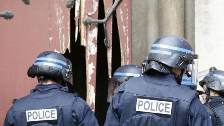 Video: La Policía francesa irrumpe con hachas en una iglesia en busca de los terroristas
