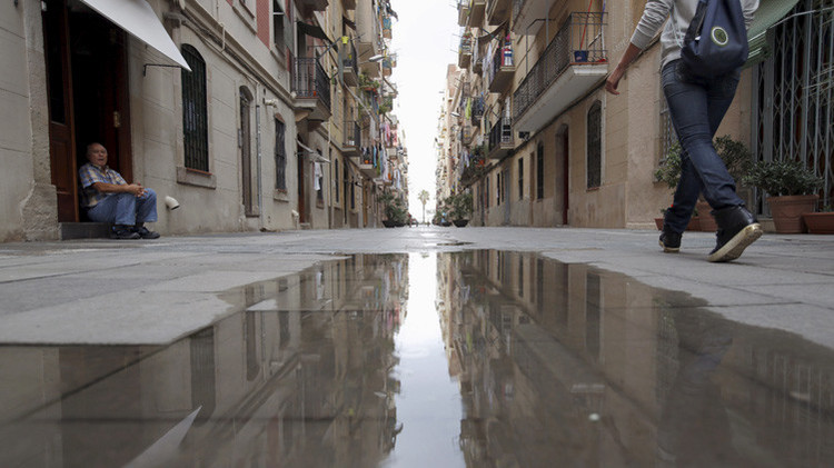 "España: ¿Por qué Barcelona huele a ""queso podrido""?"