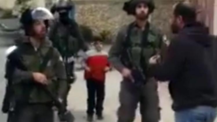 Video: Tropas de Israel detienen a un niño palestino de 6 años