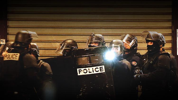 """""""Corra, escóndase y silencie su móvil"""": ¿Cómo sobrevivir a un ataque terrorista como el de París?"""