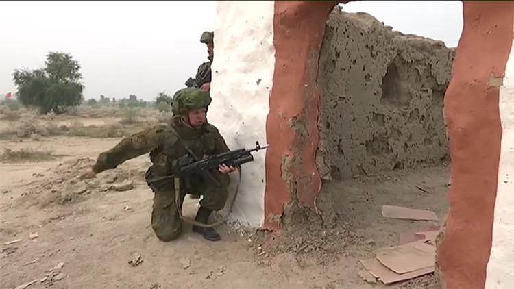 Video en primera persona: Fuerzas especiales de Rusia y de la India se unen contra los 'terroristas'