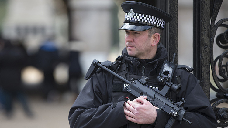 Evacúan una céntrica calle en Londres, helicópteros sobrevuelan la zona