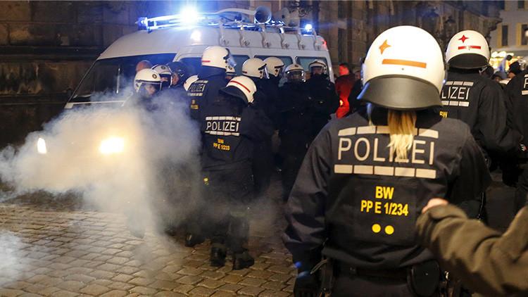 Alemania: La Policía usa porras y gas pimienta en una manifestación antifascista