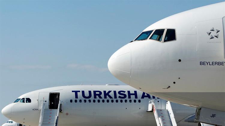 Un avión que se dirigía de Nueva York a Estambul se desvía por una amenaza de bomba
