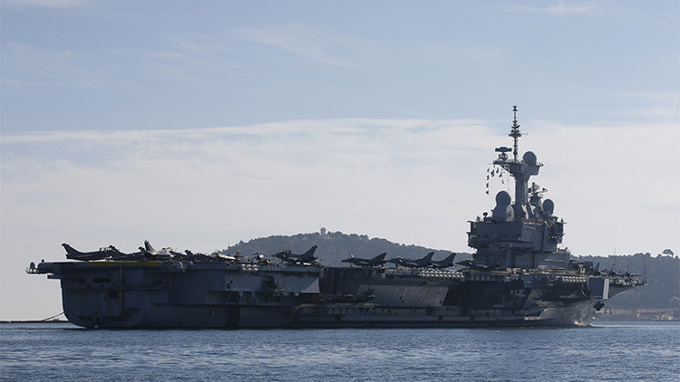 El portaaviones francés Charles de Gaulle emprenderá sus ataques aéreos contra el EI este lunes