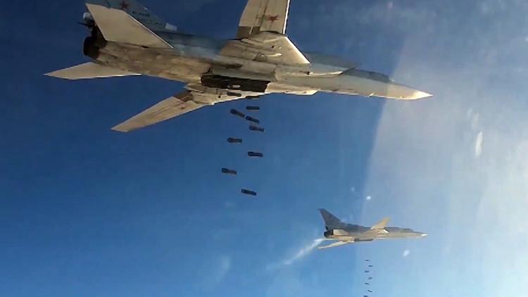Miembros del EI huyen de los bombardeos de la aviación rusa pese a las órdenes de sus superiores