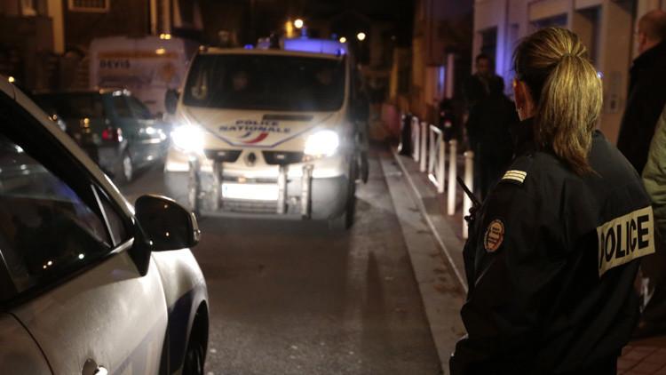 Hallan un cinturón explosivo sin detonador en las afueras de París
