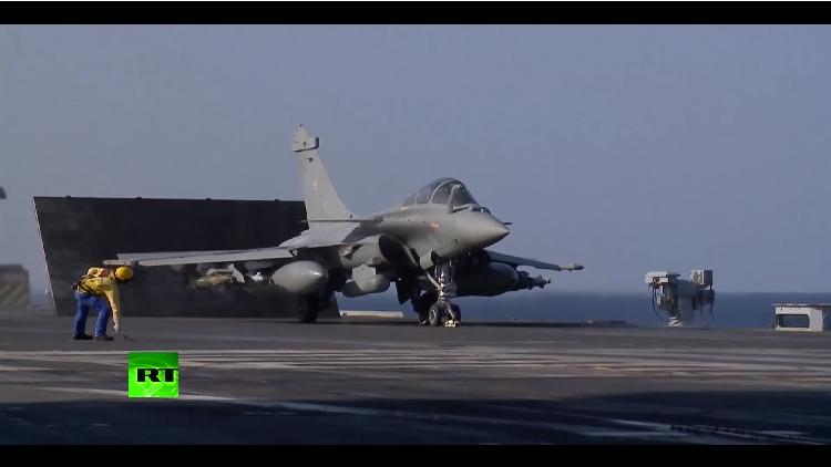 'Je suis París': primer video del ataque del portaaviones Charles de Gaulle contra el EI