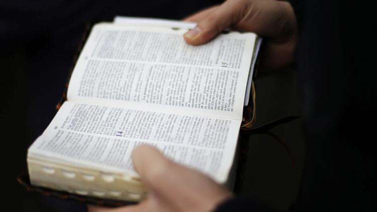 Ellos no tienen la culpa: Putin firma ley que prohíbe considerar extremistas los libros sagrados