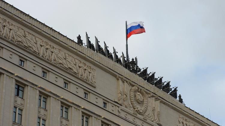 La bandera sobre el edificio del Ministerio de Defensa de Rusia, Moscú.