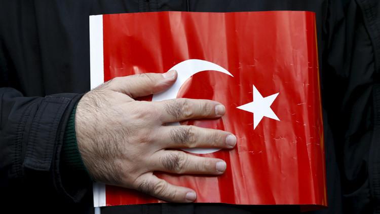 """Sky News: Turquía se ha puesto en una situación """"muy incómoda"""" al derribar el Su-24"""