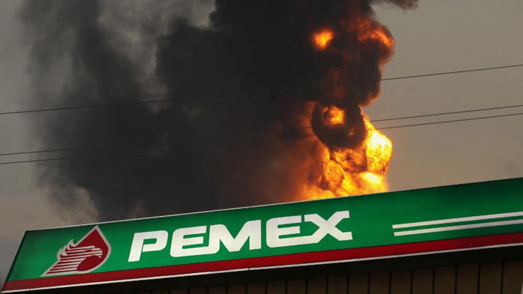 Una gran explosión sacude una refinería de Pemex en México (Video)