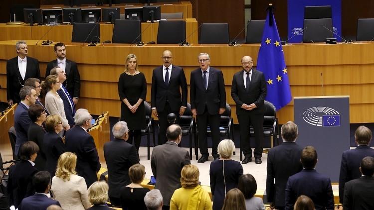 Los miembros del Parlamento Europeo rinden homenaje a las víctimas del terrorismo tras una serie de atentados en París