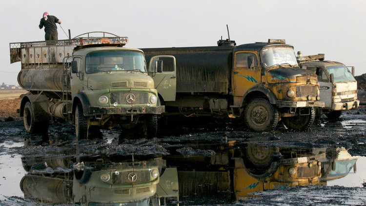 Rusia sabe que varios funcionarios turcos están interesados en comprar crudo del Estado Islámico