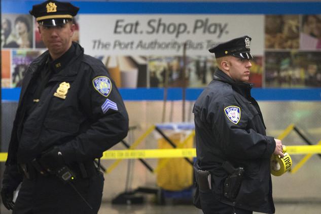 """Falsa alarma: reabren terminal de autobuses en Nueva York donde hallaron """"un paquete sospechoso"""""""