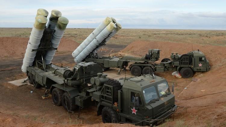 Sistemas de defensa antiaéreo S-400 Triumf