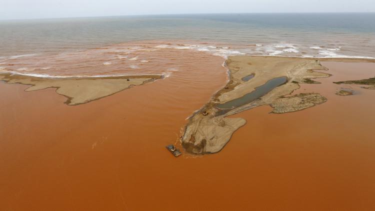 La vista aérea del río Doce en el sureste de Brasil