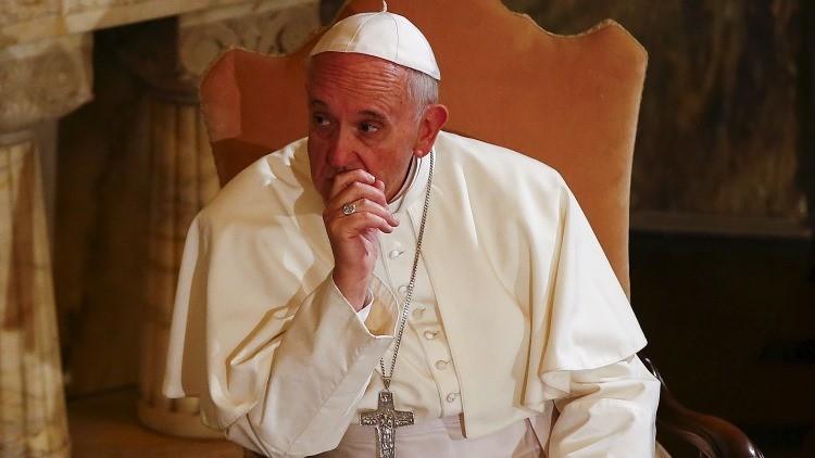 """Escándalo en el Vaticano: obispo italiano desea que un """"milagro"""" termine con la vida del papa"""