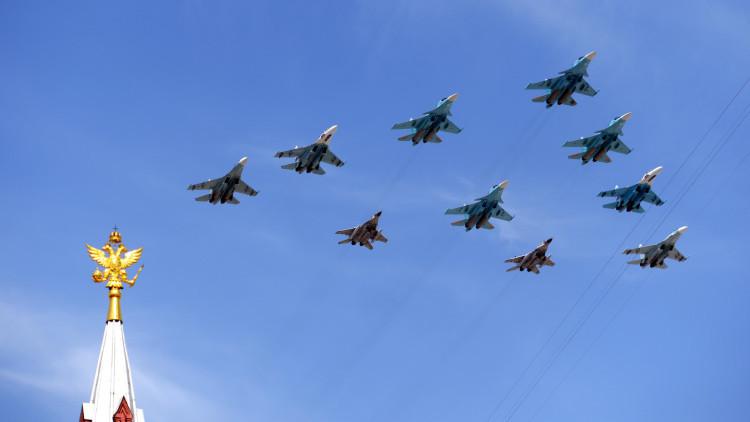 Cazabombarderos Su-34, Su-27 y MiG-29 durante un desfile militar para conmemorar el 70º aniversario de la Victoria en la Gran Guerra Patria de 1941-1945