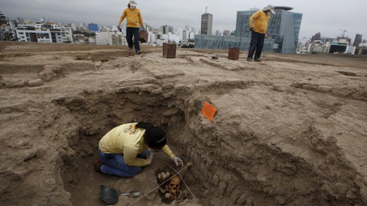 Enterrados en cuclillas: descubren en Perú tumbas prehispánicas que asombran a los arqueólogos
