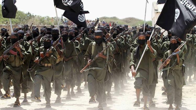 """""""Piratería bajo la bandera islámica"""": El EI trata de ganar la confianza del grupo somalí Al Shabaab"""