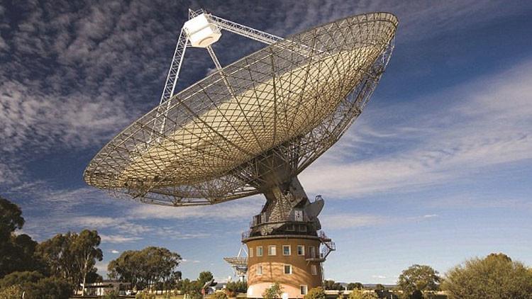 ¿Nos hacen señales? Registran ondas de radio misteriosas fuera de la Vía Láctea
